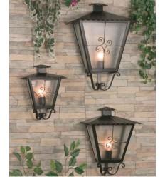 Luminária de parede de ferro forjado Lara com ornamentos