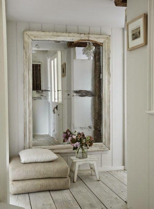 Mesas con mucho encanto 13 ideas para combinar hierro y for Espejos originales recibidor